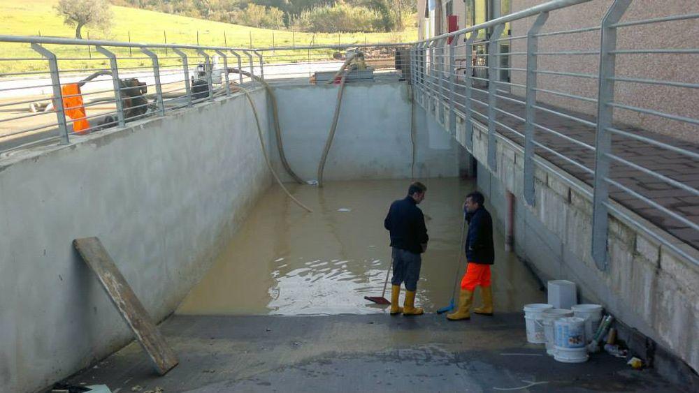 Nubifragio danni alla piscina di sambuceto oltre metri cubi d 39 acqua invadono i locali - Piscina gonfiabile 2 metri ...